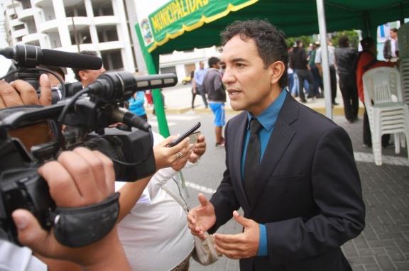 ALCALDE RECONOCE LA ACTITUD DEMOCRÁTICA DEL PRESIDENTE PEDRO PABLO KUCZYNSKI AL ENTABLAR DIÁLOGO CON MAESTROS.