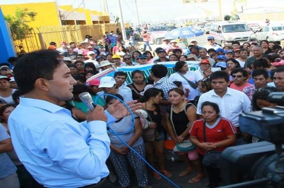 VALENTÍN FERNÁNDEZ EXIGE A SEDACHIMBOTE QUE NO SE POSTERGUEN MÁS LOS PROYECTOS DE CAMBIO REDES DE AGUA Y DESAGUE APROBADOS POR EL MINISTERIO DE VIVIENDA PARA 8 PUEBLOS.